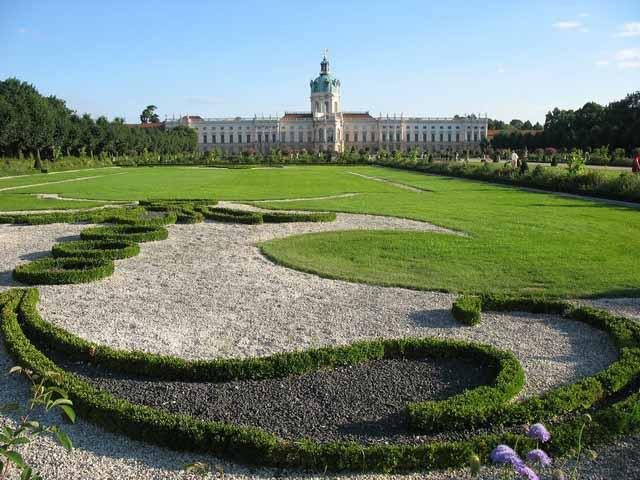 Замок и лужайка Шарлоттенбург