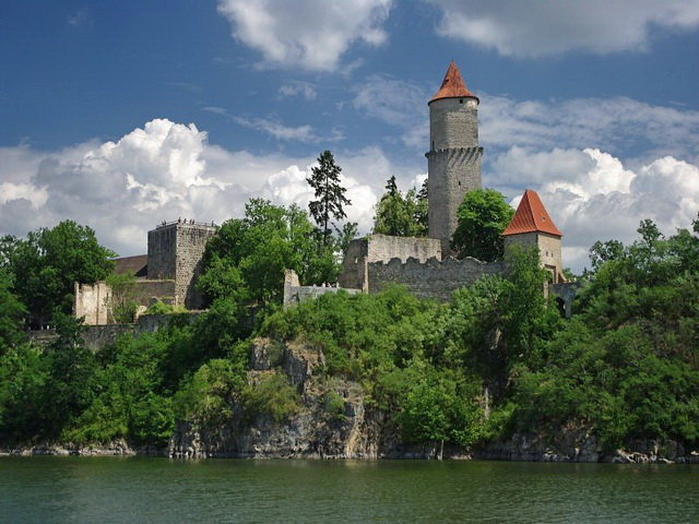 Замок защитник Звиков