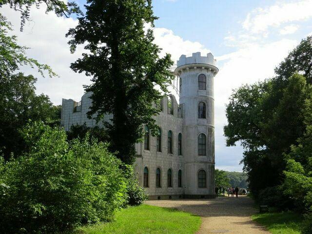 Замок Пфауэнинзель