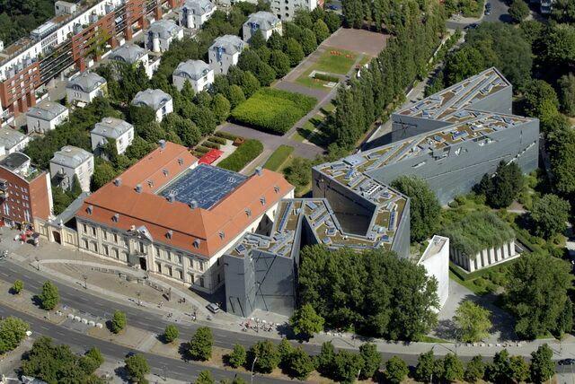 Еврейский музей в Берлине с высоты птичьего полета