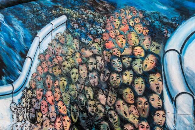 Граффити в музее Берлинской стены