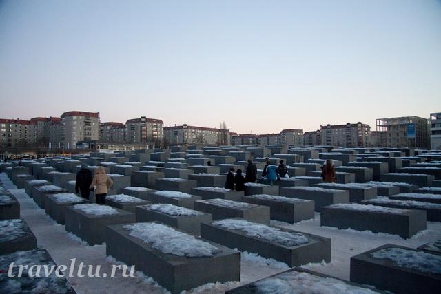 Мемориал жертвам холокоста зимой
