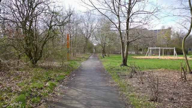Стела в парке