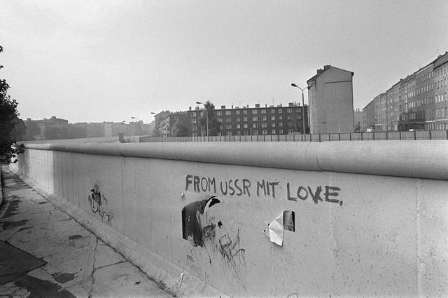 Труба на Берлинской стене