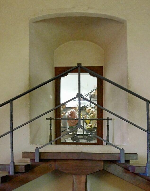 Апостолы. Дверь