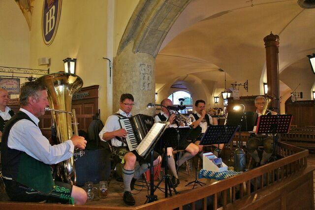 Музыканты в Хрфбройхаус