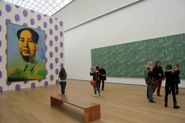 В музее современного искусства