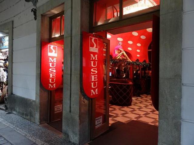 Вход в музей секс машин в Праге