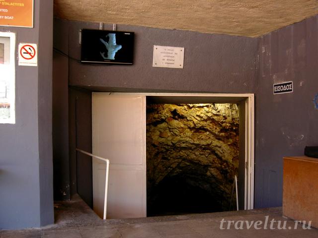 Вход в пещеры Диру