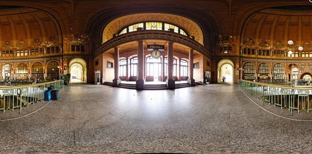 Внутри вокзала в Праге