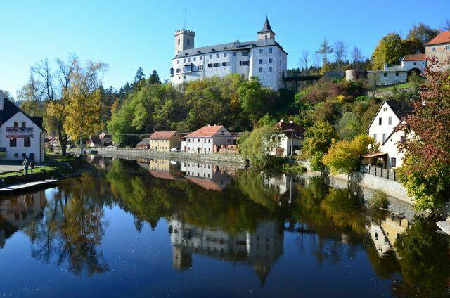 Замок Рожмберк и озеро
