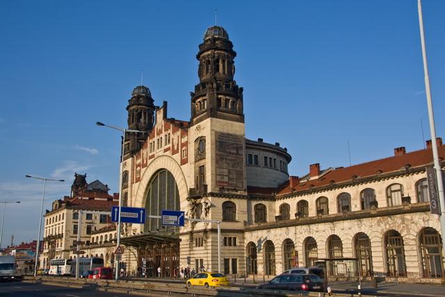 Здание железнодорожного вокзала в Праге