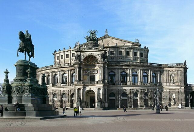 опера Земпера Памятник королю Иоганну