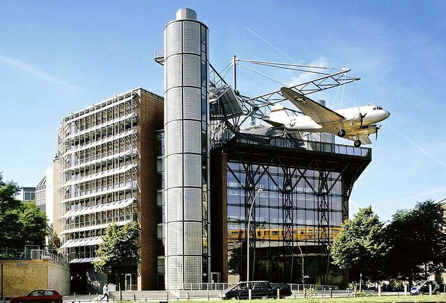 самолет на крыше Немецкий технический музей в Берлине
