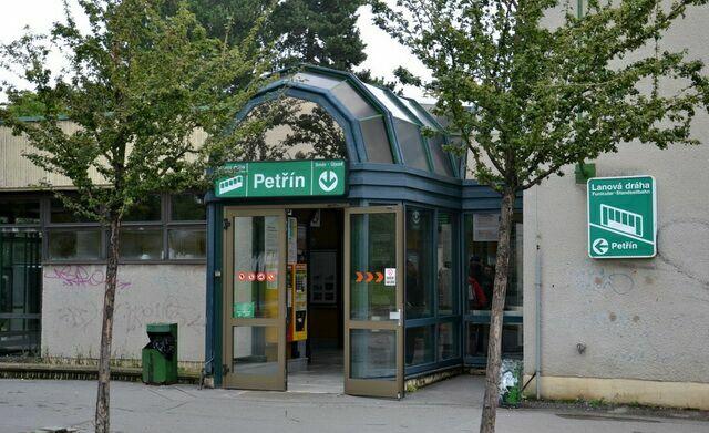Фуникулер в Праге остановка Петршин