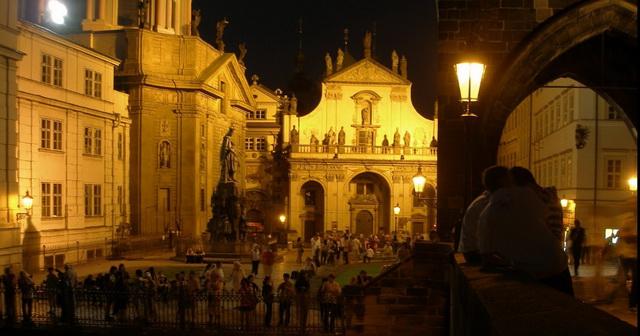 Клементинум в Праге вид со стороны Карлова моста
