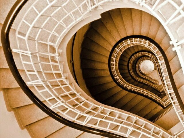 Лестница дом у черной мадонны