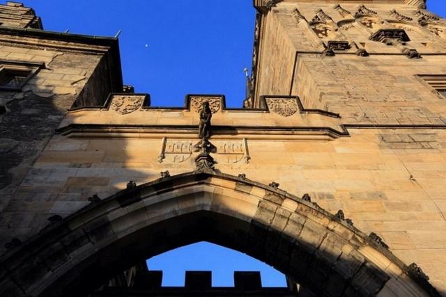 Малостранские мостовые башни арка