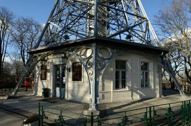 Петршинская башня снизу