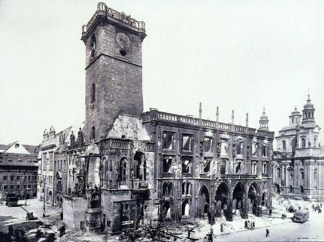 Ратуша в 1945 году