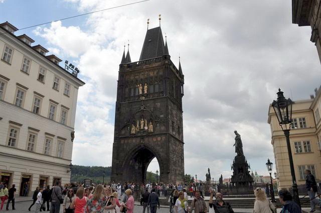 Староместская-мостовая-башня