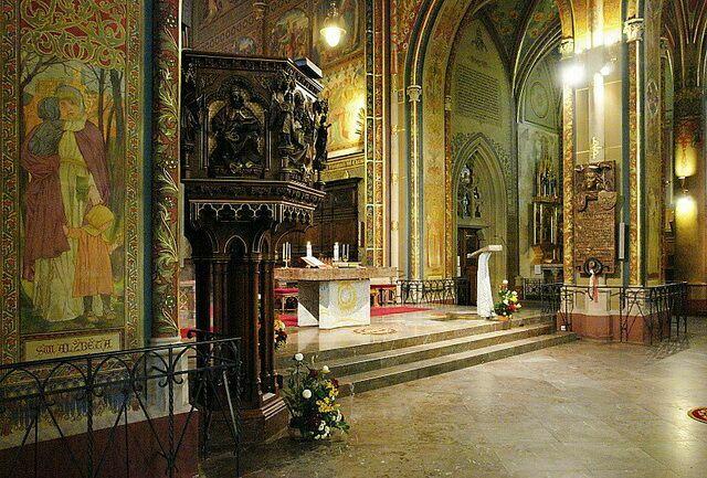 Базилика Пера и Павла внутри