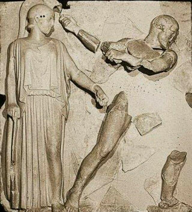 Метопа Геракл очищает Авгиевы конюшни