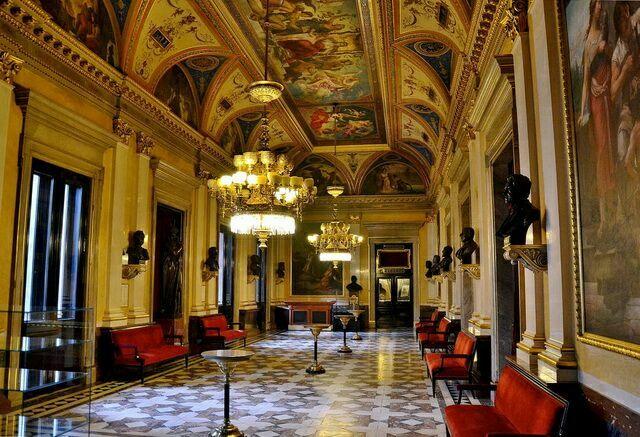 Национальный театр в Праге интерьер