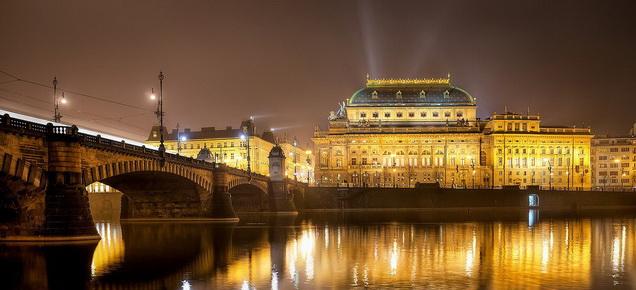 Национальный театр в Праге ночью