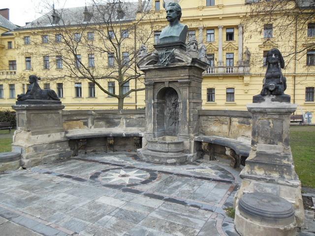 Памятник Галеку