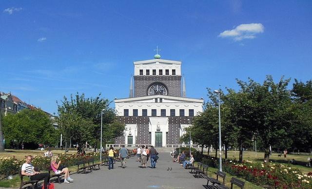 Площадь Иржи-из-Подебрад