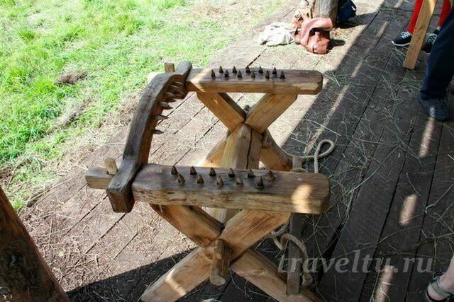 Пыточное кресло с шипами