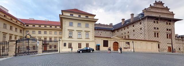 Салмовский и Шварценбергский дворцы