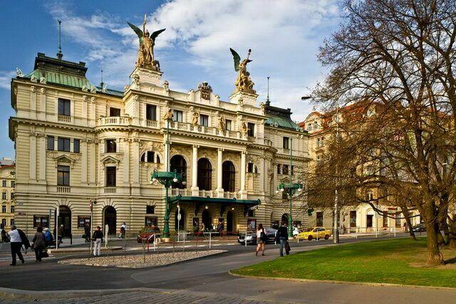 Театр на Виноградах в Праге