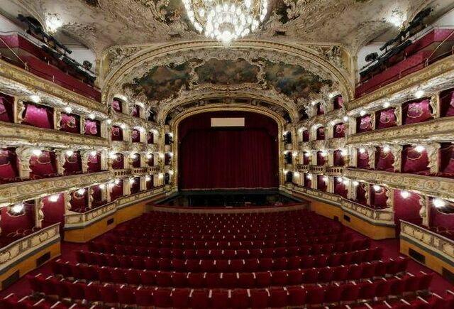 Театр на Виноградах зал