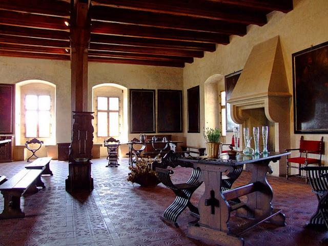 Замок Пернштейн гостинная