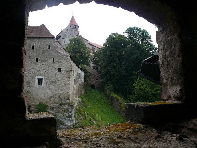 Замок Пернштейн вид
