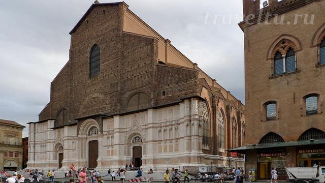 bazilika-svyatogo-petroniya