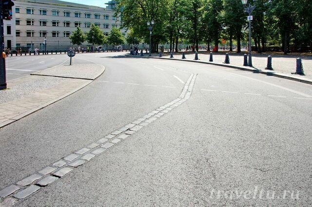 Разметка где проходила Берлинская стена