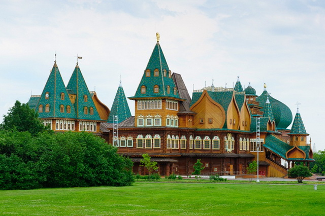 Деревяный дворец