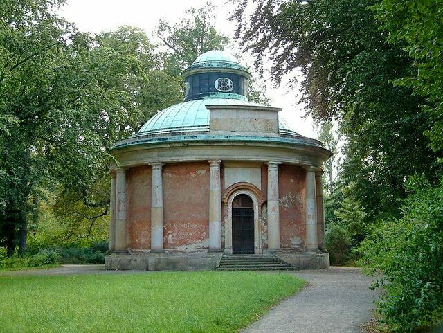 Античный храм