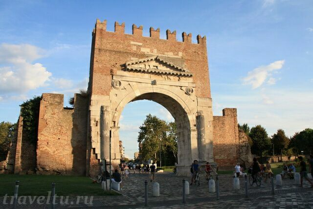 Арка императора Августа в старом городе