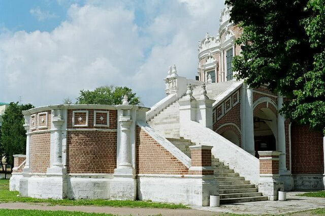 Церковь Покрова в Филях лестница