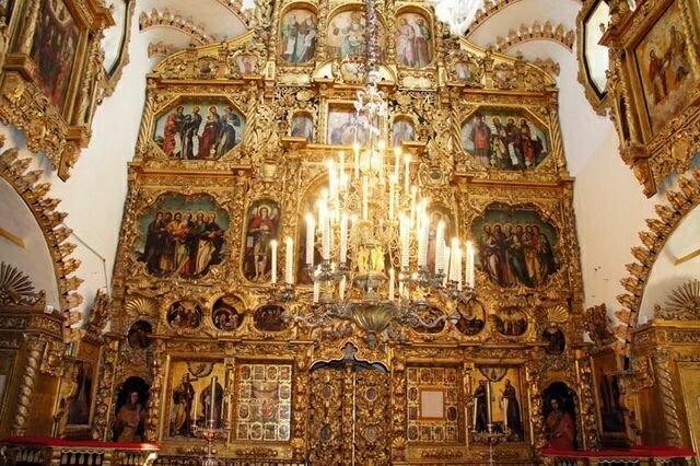 Внутри церкви Покрова