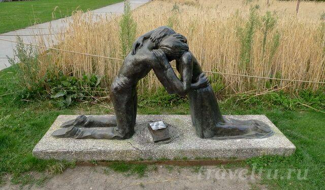 """""""Воссоединение"""" скульптура"""