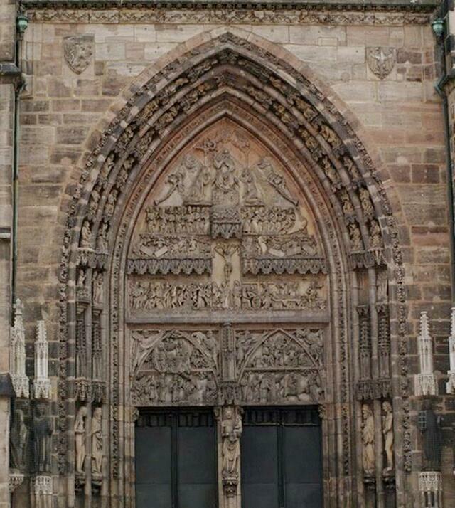 Дверь собора