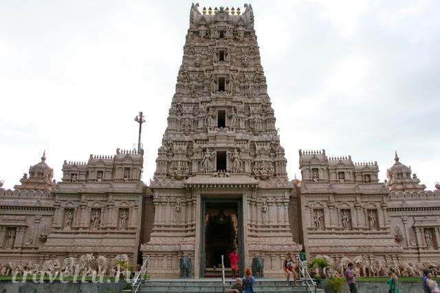 Храм в пригороде Куала-Лумпур