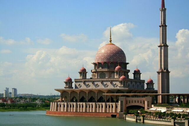 Мечеть Путра ( Putrajaya) или Масджид Джейнек