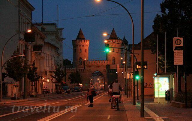 Науэнские ворота вечером