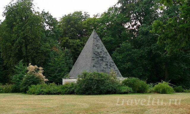 piramida-v-parke-potsdama